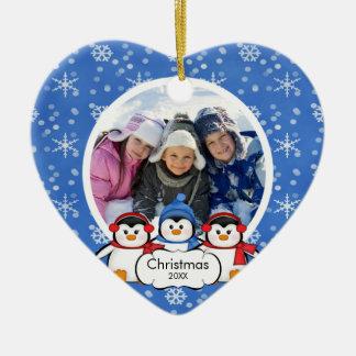 Pingüinos lindos del ornamento del navidad de la adorno de reyes