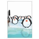 Pingüinos lindos tableros blancos