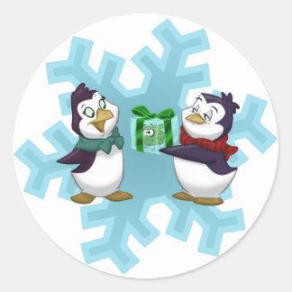 "Pingüinos ""Yule fresco "" Pegatina Redonda"