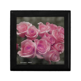 pink colorized rose bouquet Spotted background Gift Box