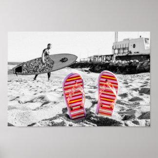 Pink flip flops at the beach. póster