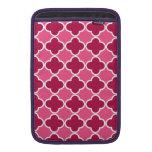 Pink quatrefoil pattern MacBook sleeves