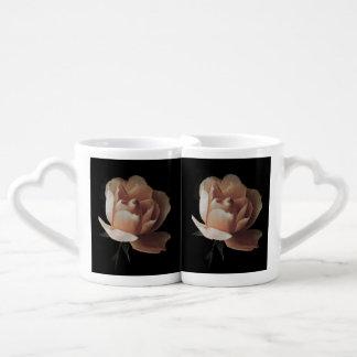 Pink rose in the darkness coffee mug set