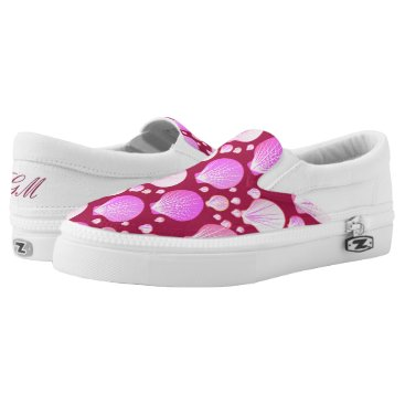Beach Themed Pink sea shells on a burgundy background Slip-On sneakers