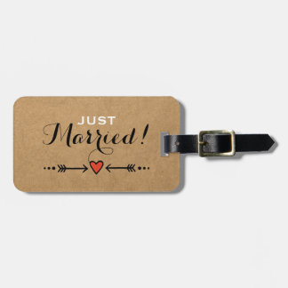 Pink Sweethearts & Arrows Rustic - Just Married! Luggage Tag