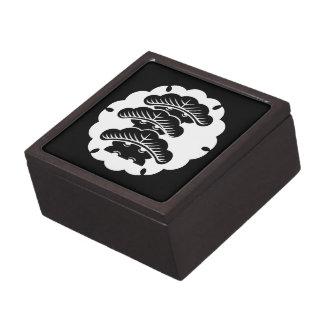 Pino tres-con gradas nevado en torta de arroz cajas de recuerdo de calidad