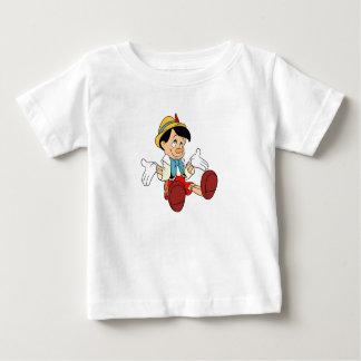 Pinocchio que encoge sus hombros Disney Playera De Bebé