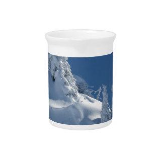 Pinos cubiertos con nieve jarron