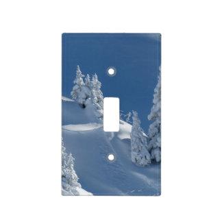Pinos cubiertos con nieve placa para interruptor
