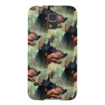 Pinscher del Doberman en las maderas Carcasas Para Galaxy S5
