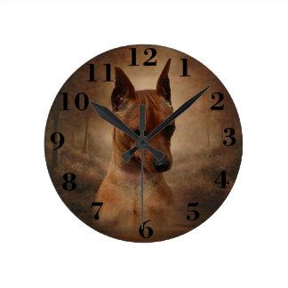 Pinscher miniatura reloj redondo mediano
