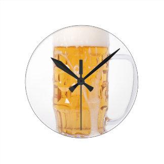 Pinta de la cerveza reloj redondo mediano