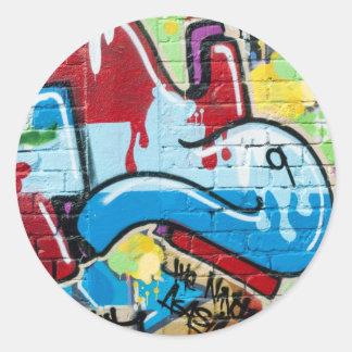 Pintada abstracta en la pared de ladrillo pegatina redonda