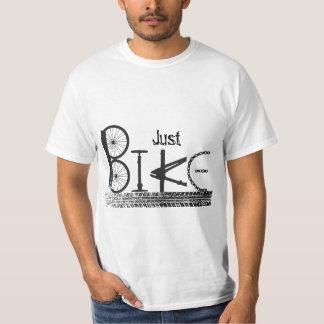 """Pintada """"apenas de la bici"""" de piezas de la bici y playera"""
