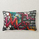 Pintada artsy en una pared de ladrillo, almohada d