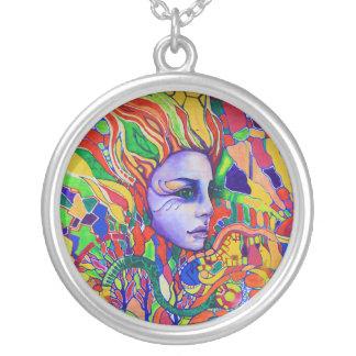 Pintada de la cara de la mujer colorida en colgante redondo