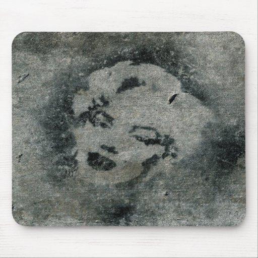 Pintada de la plantilla de Marilyn en colada Alfombrilla De Raton