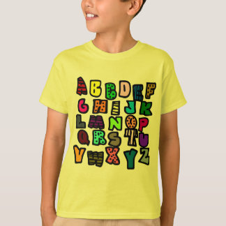 Pintada del alfabeto con Multi-Colores y modelos Playera