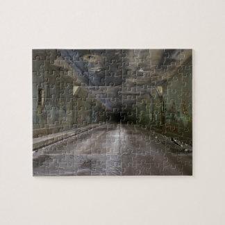 Pintada en túnel abandonado puzzle con fotos