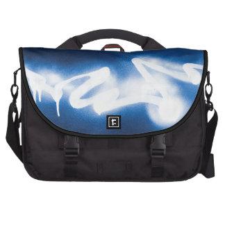 Pintada rociada en el metal azul bolsa de ordenador