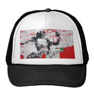 Pintada roja y blanca descolorada con la plantilla gorras