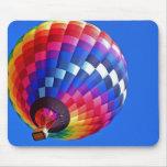 Pinte el arco iris del cielo tapetes de raton
