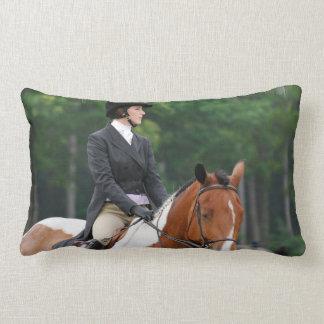 Pinte el caballo en la almohada de la demostración