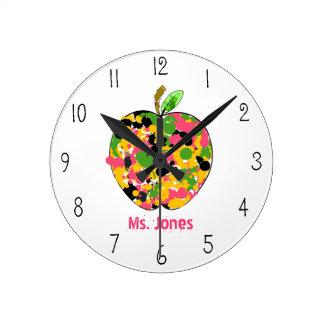 Pinte el reloj del profesor de Apple de la salpica