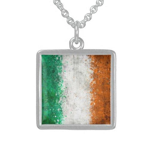 Pinte la bandera del irlandés de la salpicadura grímpola