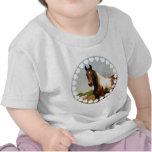 Pinte la camiseta del bebé del caballo