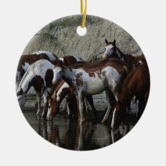 Pinte la consumición de los caballos adorno redondo de cerámica