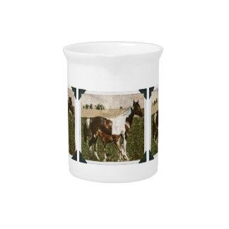 Pinte la yegua y el potro jarra de beber