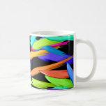 Pinte las rayas en un arco iris de colores tazas de café