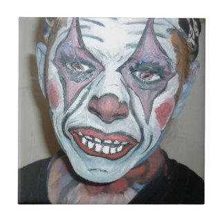 Pintura asustadiza de la cara del payaso de los pa azulejo cuadrado pequeño