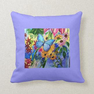 Pintura azul de la acuarela del jardín de la marip cojin
