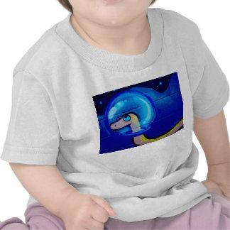 Pintura azul del dibujo animado del gusano camisetas