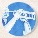 Pintura azul del watercolour del jugador de trompe posavasos personalizados