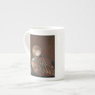 Pintura blanca linda del pato del pato rojizo de taza de porcelana