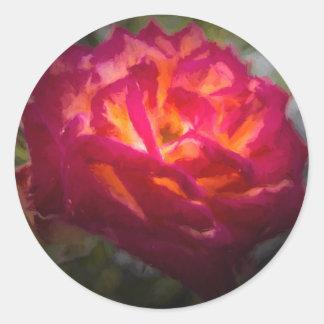 Pintura color de rosa roja y anaranjada ardiente pegatina redonda