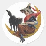 Pintura de Halloween de una bruja en la luna con Pegatina Redonda