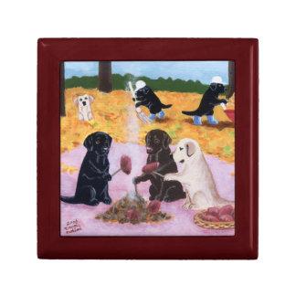 Pintura de la diversión del otoño de Labradors Joyero Cuadrado Pequeño