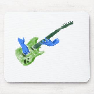 Pintura de la guitarra eléctrica, manos verdes del tapetes de raton