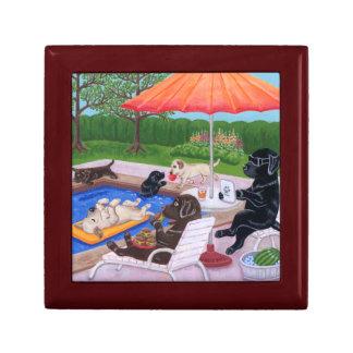 Pintura de Labradors 2 de la fiesta en la piscina Joyero Cuadrado Pequeño