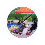 Pintura de Labradors 2 de la fiesta en la piscina Reloj Redondo Mediano