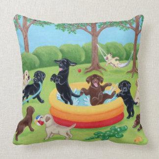 Pintura de Labradors de la diversión del verano Almohadas