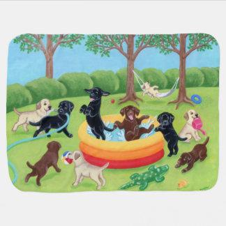 Pintura de Labradors de la diversión del verano Mantitas Para Bebé