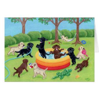 Pintura de Labradors de la diversión del verano Tarjetón