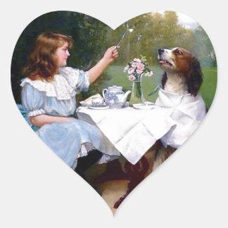 Pintura de las maneras de tabla del perro casero pegatina en forma de corazón