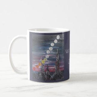 Pintura de paisaje surrealista oscura con las taza clásica
