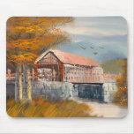 Pintura de un puente cubierto viejo de Pennsylvani Alfombrillas De Ratón